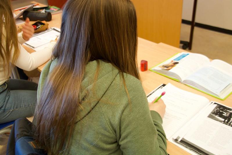 Disse skolelevene jobber i dag mest sannsynlig fra hver sin bærbare pc. Foto: Siv M. Wollmann, Sør-Varanger kommune. Bilde gjengitt med tillatelse.