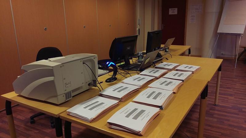 Sør-Varanger kommune har fokus på standardisering. Her tas it-utstyr i bruk ved valgopptelling. Foto: Siv M. Wollmann, Sør-Varanger kommune. Bilde gjengitt med tillatelse.